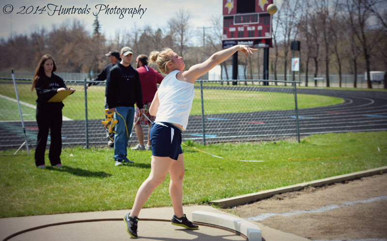 Kelci Viesselman in the shot put