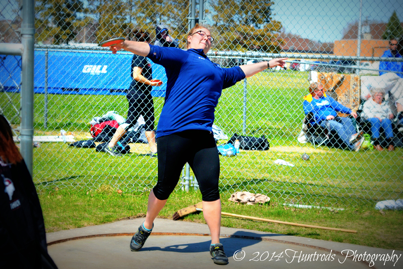 Clara Schild makes a throw in the discus