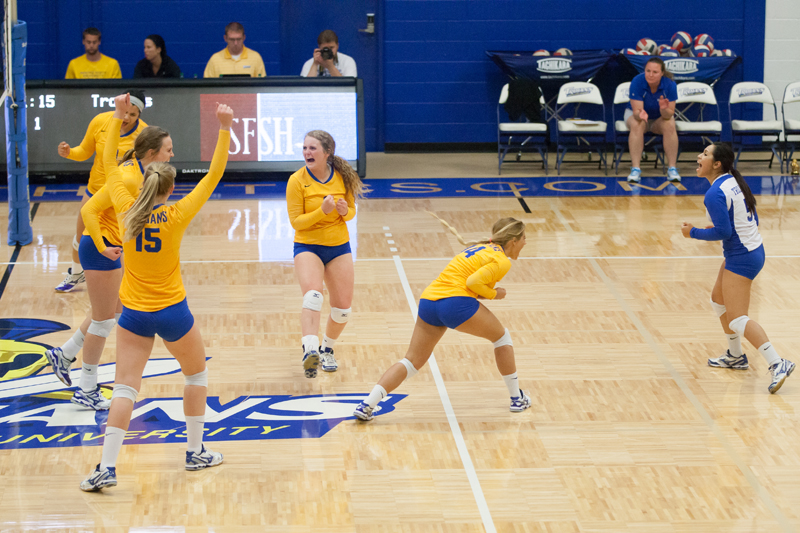 3rd DSU Volleyball vs. Presentation (S.D.) - Photos credits by Cody Welu Photo
