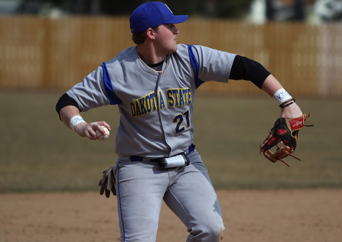 Dakota State University Athletics - Trojans play baseball